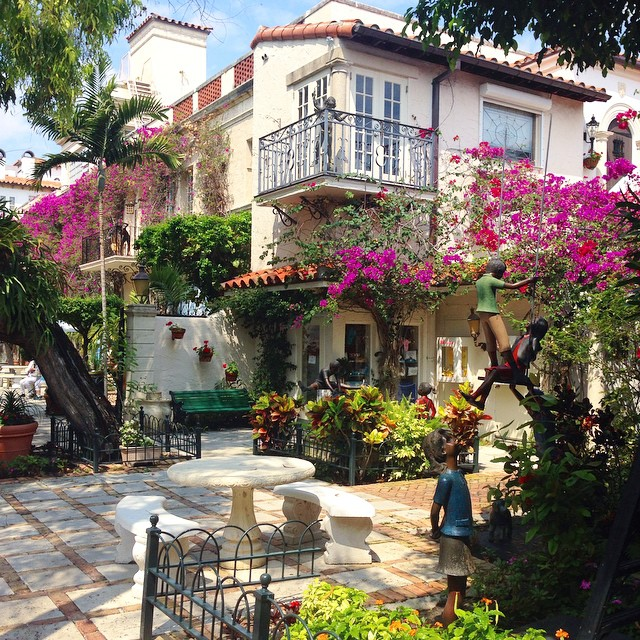 Stumbled upon the most beautiful courtyard today in #palmbeach. Beauty is everywhere if you're looking. ?