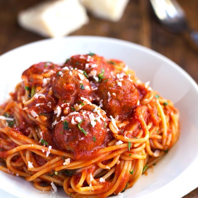 Gah! I forgot to post about my weeknight last night, but I had dinner with my Uncle and ate spaghetti and meatballs. ? (this is not my pic...I totally forgot to take one). It was delish. I am so glad so many of you enjoyed seeing my weeknights and I hope this gave you some ideas of how to flow through your week feeling nourished, balanced and enjoying your time at night- whether it's with yourself or your friends and family. Let me know what you learned about yourself this week and what was your favorite thing you did during your weeknights this wk? ❤️